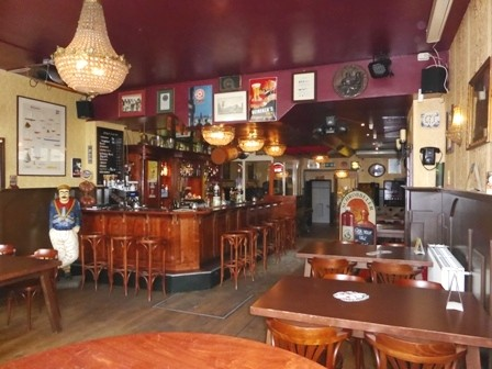 """VERLAAGDE VRAAGPRIJS!! Café De Oldtimer """"de enige bruine kroeg """" in centrum Oostvoorne."""