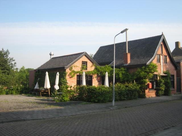 """Gezellig en leuk gelegen restaurant in het gehucht """"Paal """", direct aan de Westerschelde en vlakbij Antwerpen."""