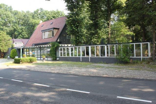 W-1280 Restaurant met mooie terrastuin
