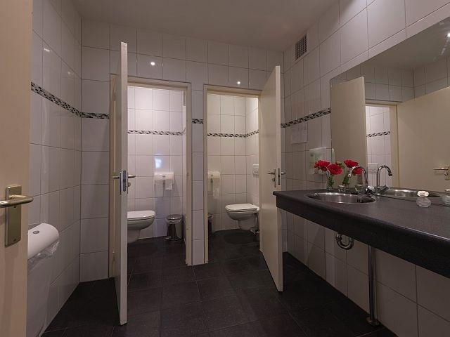 20180614 Makkum Waag toiletgr bg.jpg
