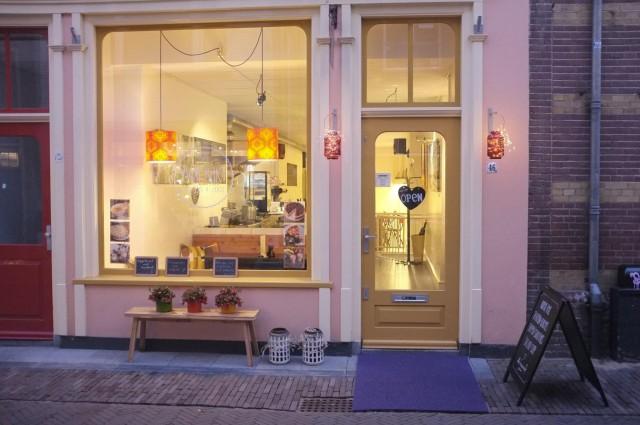 Lunchroom 'Yvon Bakt' in het centrum van Deventer ter overname, in prijs verlaagd!
