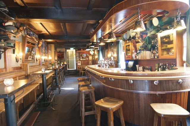 Prachtig traditioneel bruin café midden het hart van Venlo. Van oudsher zeer bekend als de Gaaspiep.