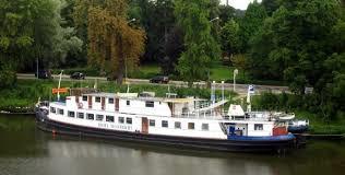 Botel: Maas Cruises  Company Maastricht te Maastricht.