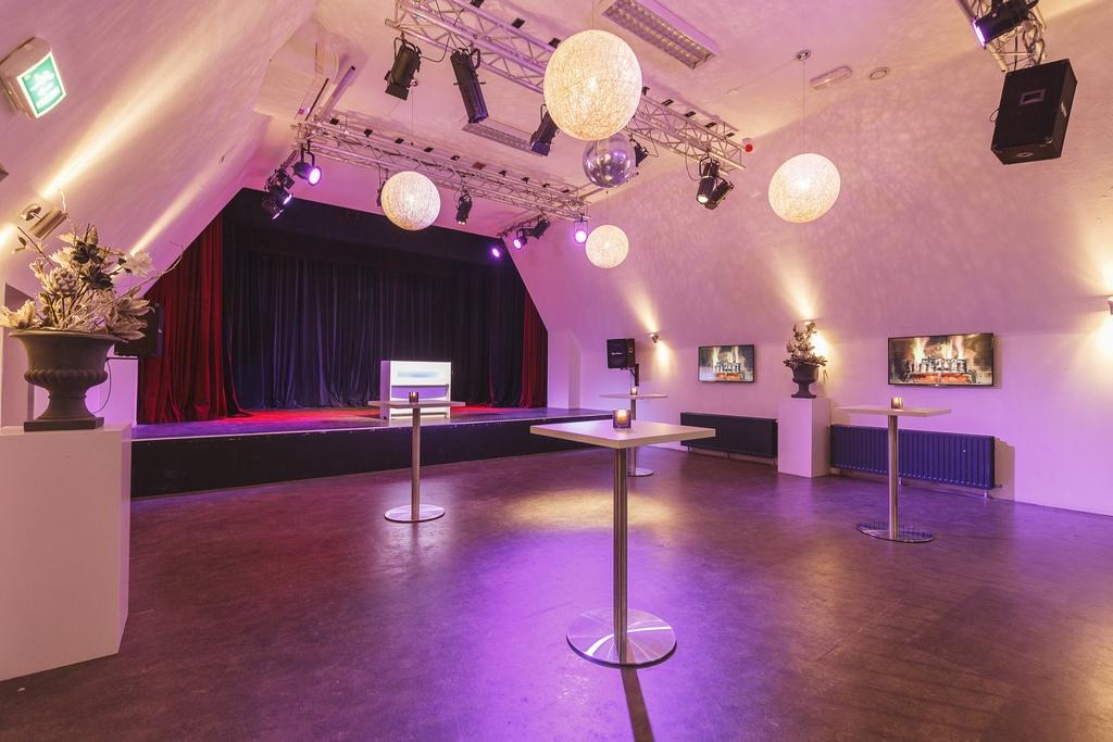 Theater 3[5].jpg