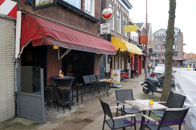 Sfeervol bruin cafe met terras nabij centraal station Alkmaar
