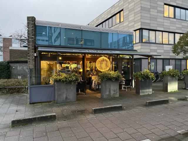 Ter overname sfeervol restaurant met groot terras in Amsterdam Buitenveldert bij winkelcentrum Gelderlandplein
