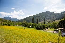 Mooie camping te koop in de Drôme aan een riviertje met fraai woonhuis
