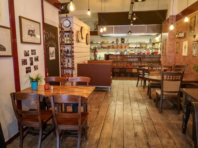 Ter overname aangeboden door Horecamakelaardij Knook & Verbaas.: Restaurant Dolice. Gevestigd aan de Groene Hilledijk 190, 3074 AB te Rotterdam.