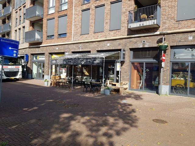 IN PRIJS VERLAAGD Lunch en Koffiebar OMMEKANTJE gevestigd in winkelcentrum van Pijnacker