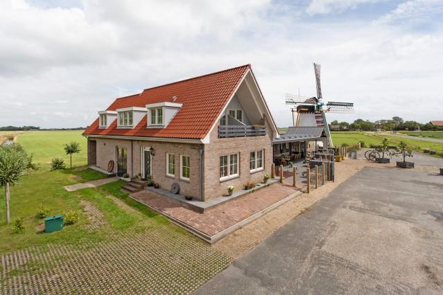 Hoogwaardig afgewerkt (pannenkoeken)restaurant en monumentale korenmolen, in het toeristische Scharendijke te Zeeland