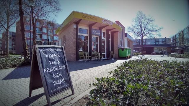 Cafetaria middenin grote woonwijk in Deventer