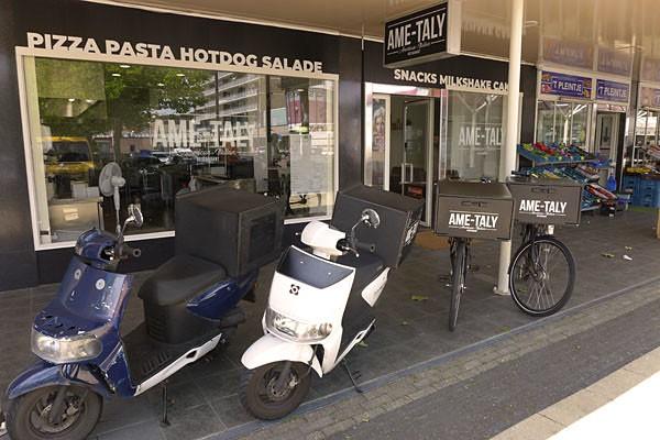 Amerikaans - Italiaans bezorgrestaurant, groot winkelcentrum Koningin Julianaplein te Voorburg