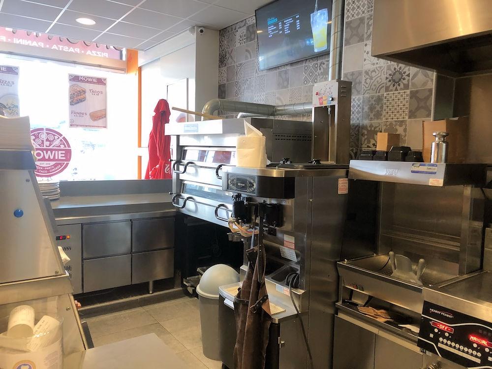 Mowie-Food-Schilderstraat-24a-Rotterdam-Horecamakelaardij-Knook-en-Verbaas-5.jpg