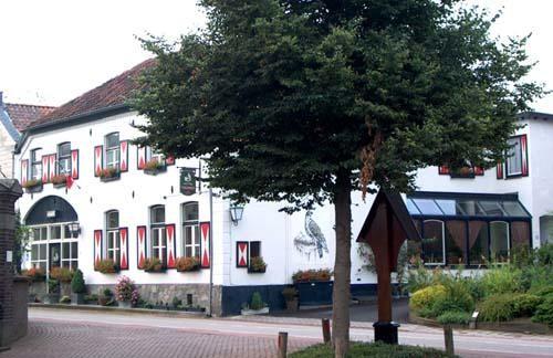 Pareltje aan  doorgaande weg hartje Limburgs Heuvelland