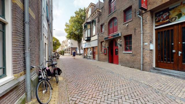 Afhaal en bezorg restaurant gelegen naast het Waagplein in Alkmaar.