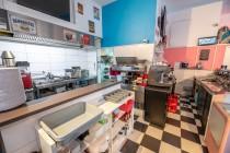 10 American Diner  te koop - keuken.jpg