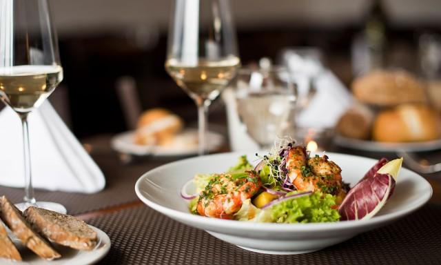 34398105_restaurant-food-salat-2.jpg