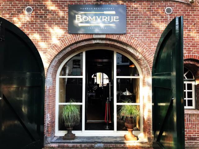 Goede locatie in prachtig historisch gebouw te huur in centrum Terneuzen.