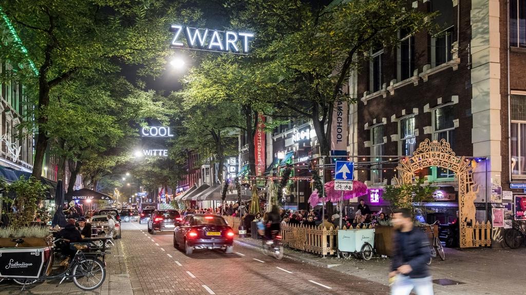 2000-Uitgaan-Witte-de-Withstraat-Rotterdam_photo-Guido-Pijper-e1535383501429.jpg