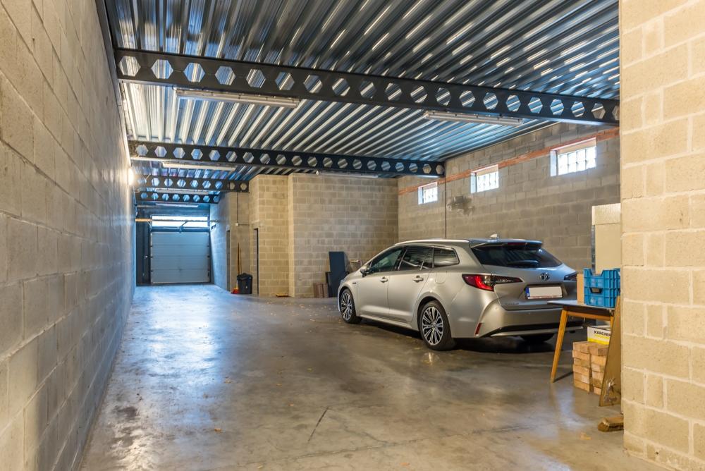 09) garage (2).jpg