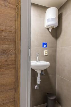 03D) kelder toilet (1).jpg