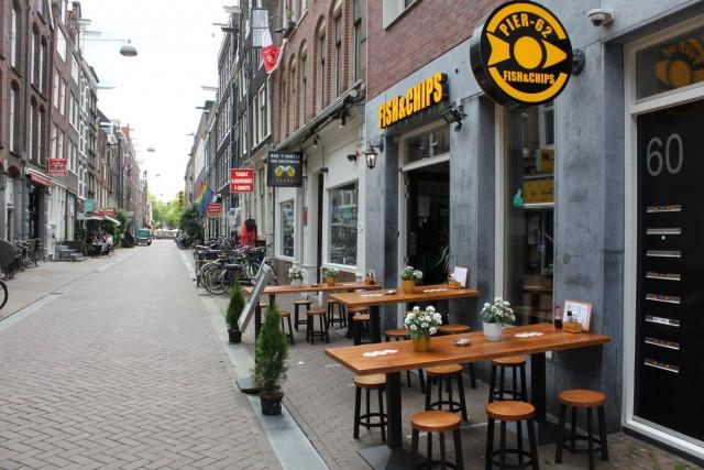 Horecazaak nabij het Leidseplein met terras.