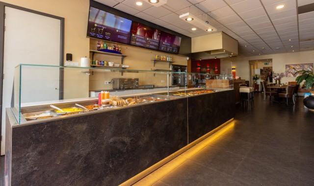Foodbar met schermen aan 1.jpg