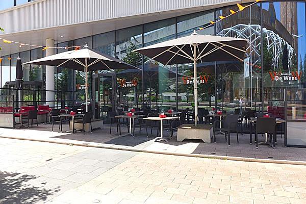 Grandcafé, met 115 zitplaatsen + terras 90 zitplaatsen, gelegen in het Beatrixkwartier te Den Haag