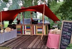 Rode tent met dubbel buffet.jpg